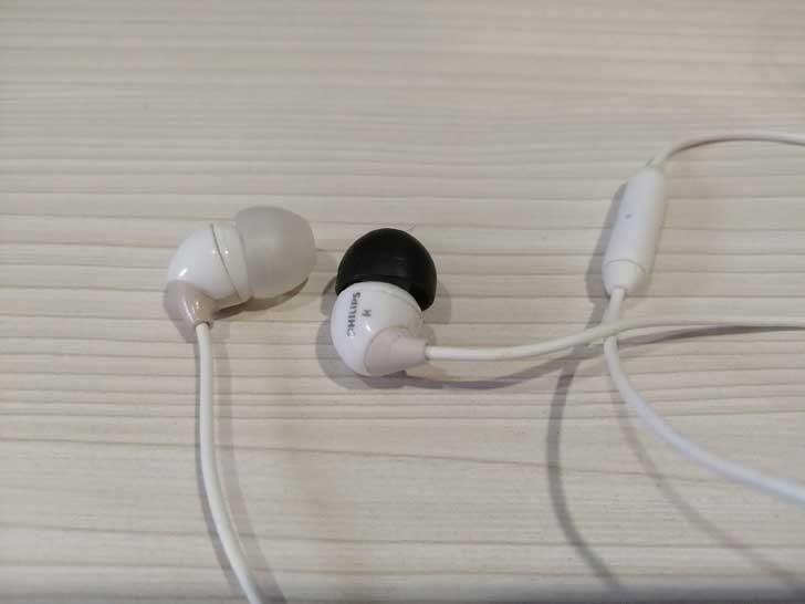 Искаш лесно да различаваш лявата от дясната слушалка? Използвай накрайници с различен