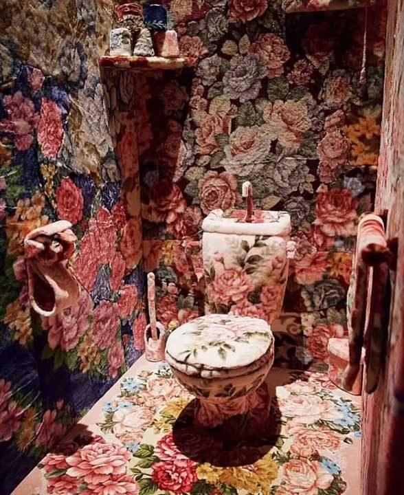 Да отидеш до тоалетна със стил...