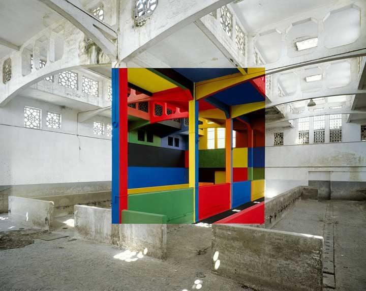 Творба на френския художник Жорж Русе, който създава своите цветни интригуващи произведения в обезлюдени сгради, предвидени за събаряне