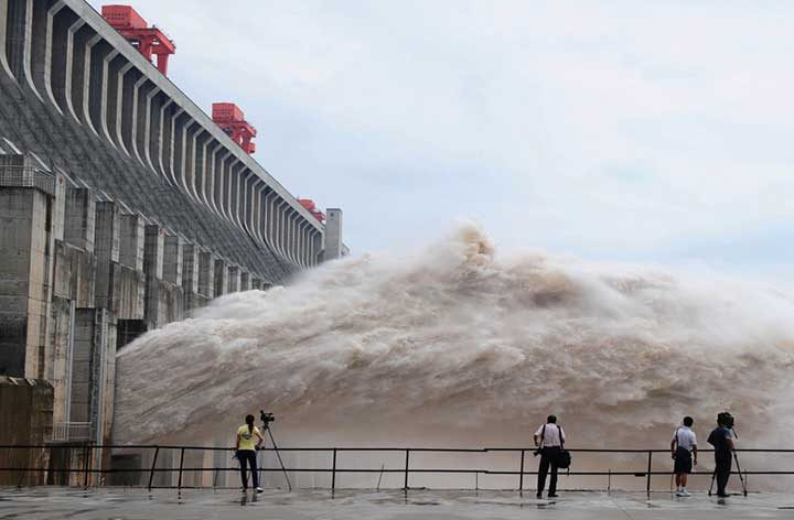 "Язовирът ""Трите клисури"" на река Яндзъ, Китай"