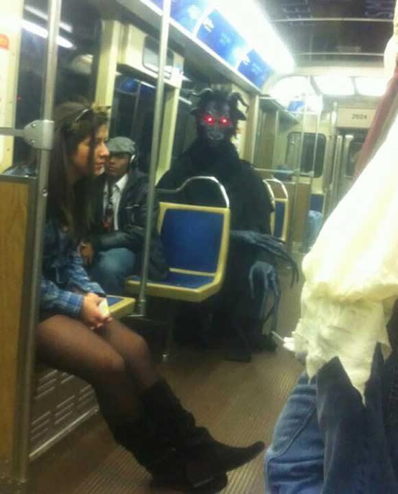 На какво ли не може да се натъкне човек късно нощем в метрото