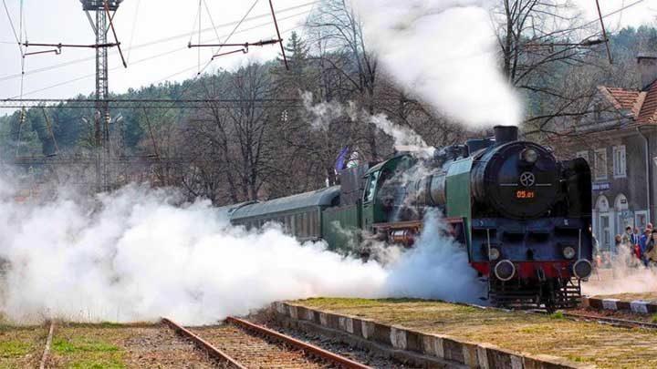 В навечерието на 22 септември 1908 г. От Русе за Търново тръгва влак, в който пътува цялото българско правителство начело с княз Фердинанд I