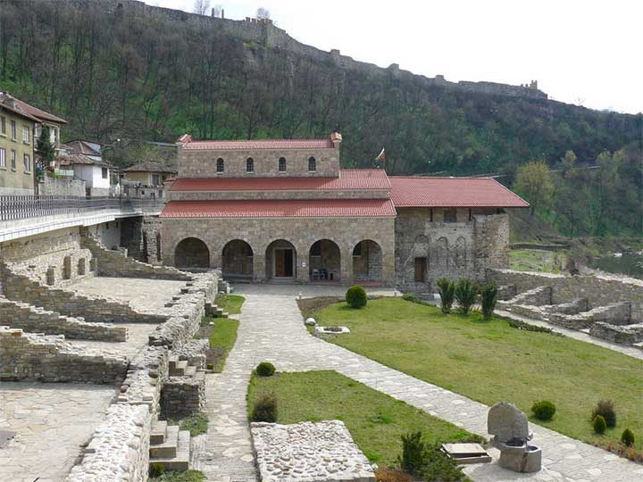 """Манифестът за Независимостта на България е прочетен на 22 септември 1908 г. в църквата """"Свети 40 мъченици"""" във Велико Търново"""