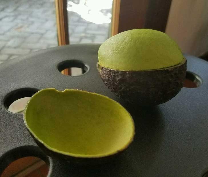 Всеки би искал да може да обели авокадо толкова перфектно