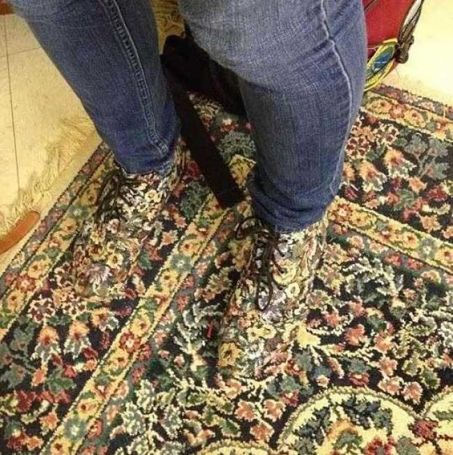 """""""Очевидно дизайнерът на обувките ми е бил вдъхновен от шарките по килимите"""""""