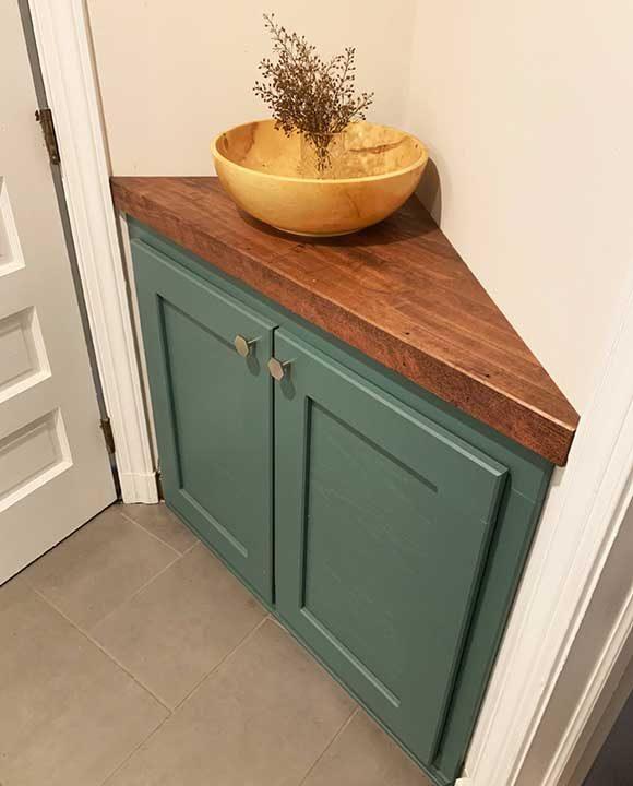 Ъглов шкаф, с който можеш да запълниш неизползваемото пространство вкъщи