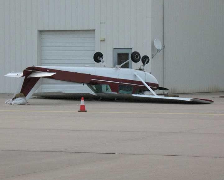Това май не е най-правилният начин да приземиш самолет