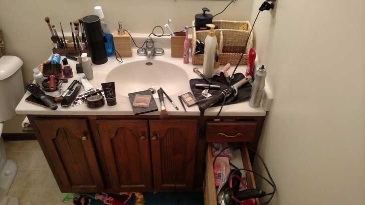 """Тя каза: """"Не оставяй седалката на тоалетната вдигната!"""". В същото време..."""