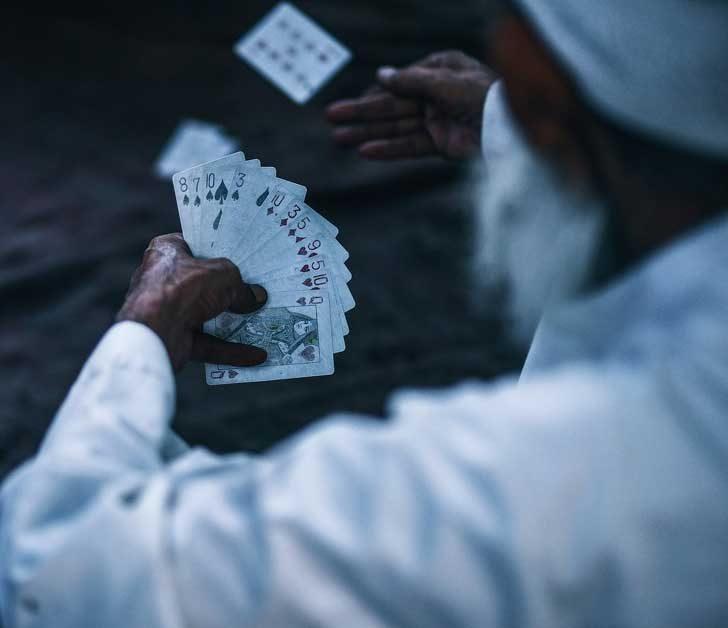Има повече начини да подредиш тесте карти, отколкото е броят на атомите на Земята