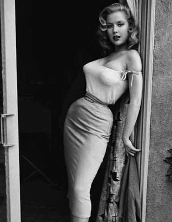 Най-високо платеното пин-ъп момиче на 50-те