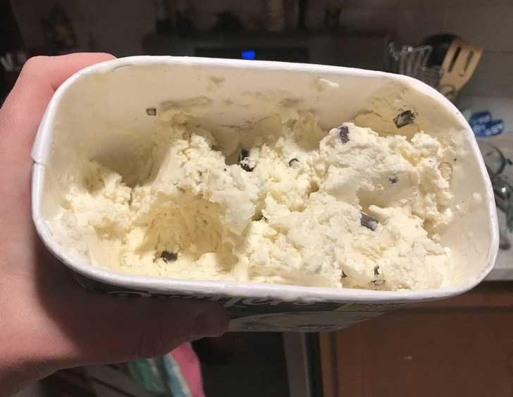 """""""Жена ми редовно изяжда всички бисквитки от сладоледа... Развод ли е следващата стъпка?"""""""