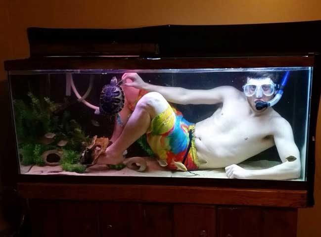 """""""Брат ми наистина искаше да поплува със своята костенурка"""""""