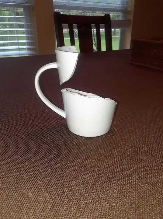 Когато сутринта ти започне с търсене на нова чаша