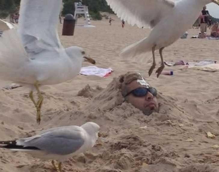 За тези, които изпитват съмнения, дали да те заровят в пясъка на плажа е добра идея