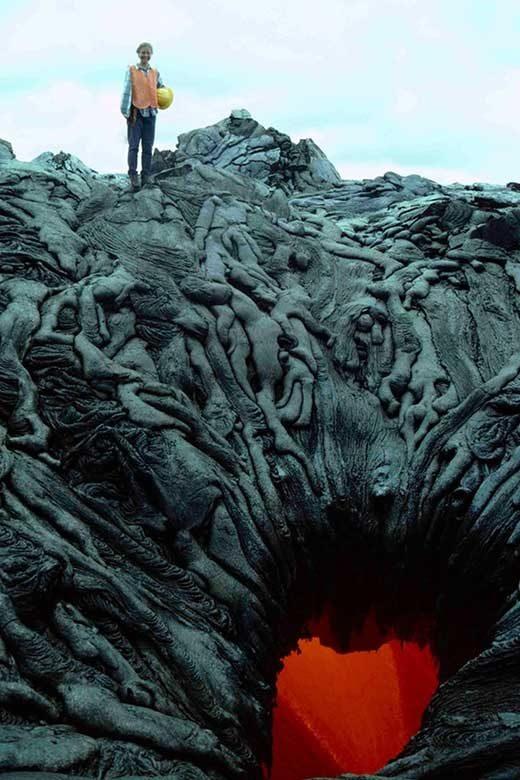 Тази разтопена лава изглежда като портите на ада