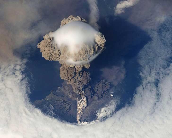 Така изглежда експлоадиращ вулкан, погледнат отгоре