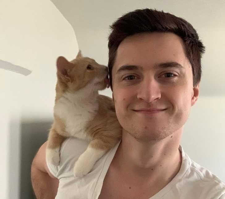 Ето една котка за рамо