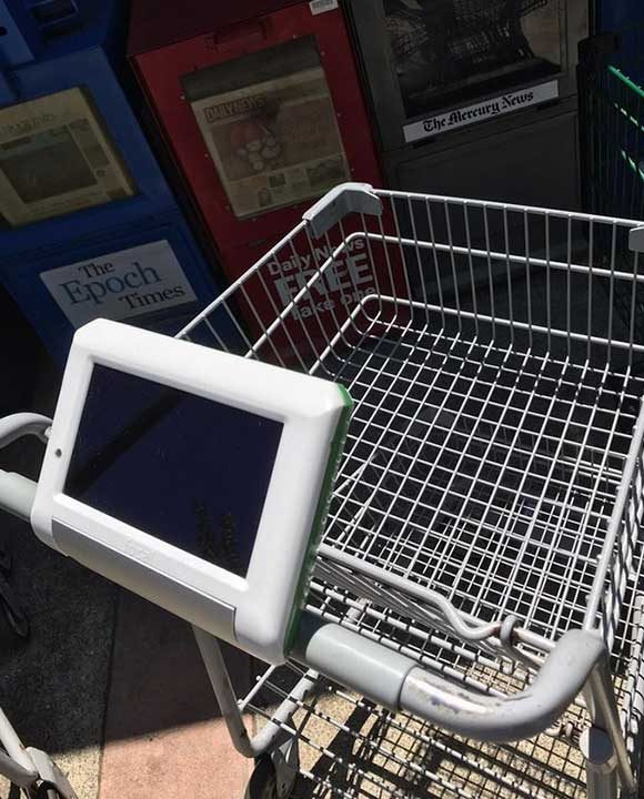 """""""Супермаркетът в квартала има смарт колички, с помощта на които можеш да откриеш стоката, която търсиш и къде точно се намира по рафтовете"""""""