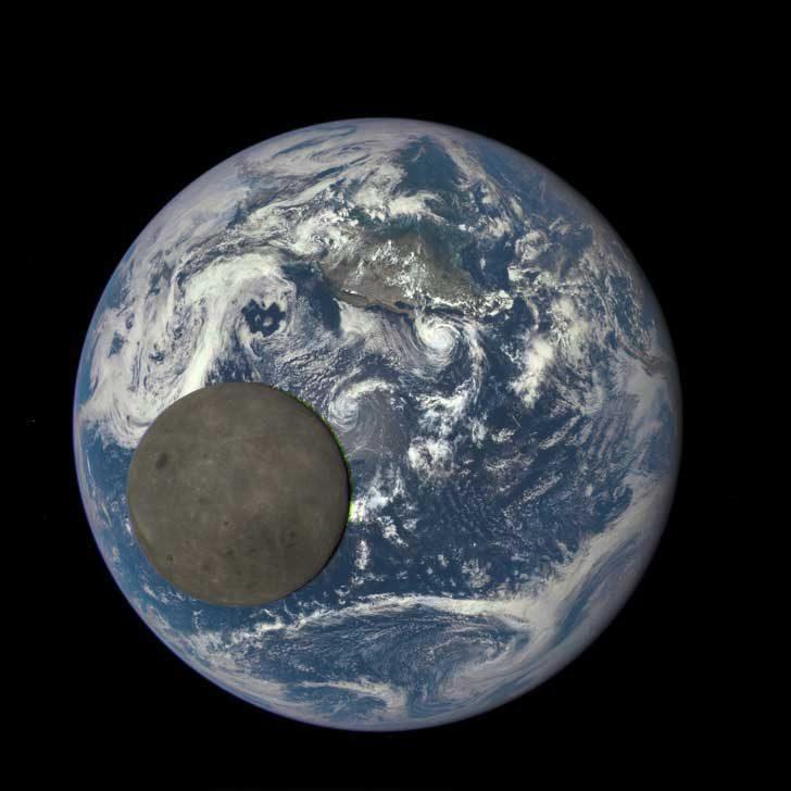 Тъмната страна на Луната на фона на Земята