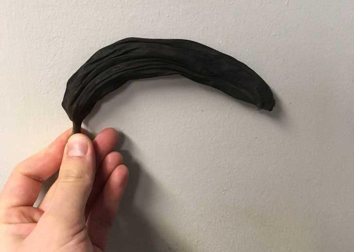 Банан, забравен в килера