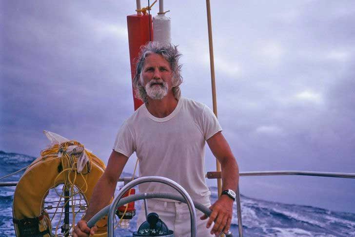 """""""Дядо ми Били навършва 90, така че ето тази негова снимка на лодката му, в началото на 80-те му години"""""""