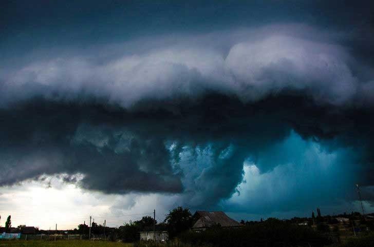 Зашеметяваща гръмотевична буря