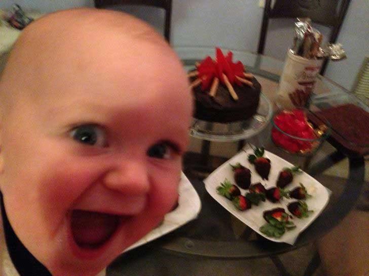 """""""Първата фотобомба на сина ми. А е едва на 10 месеца..."""""""