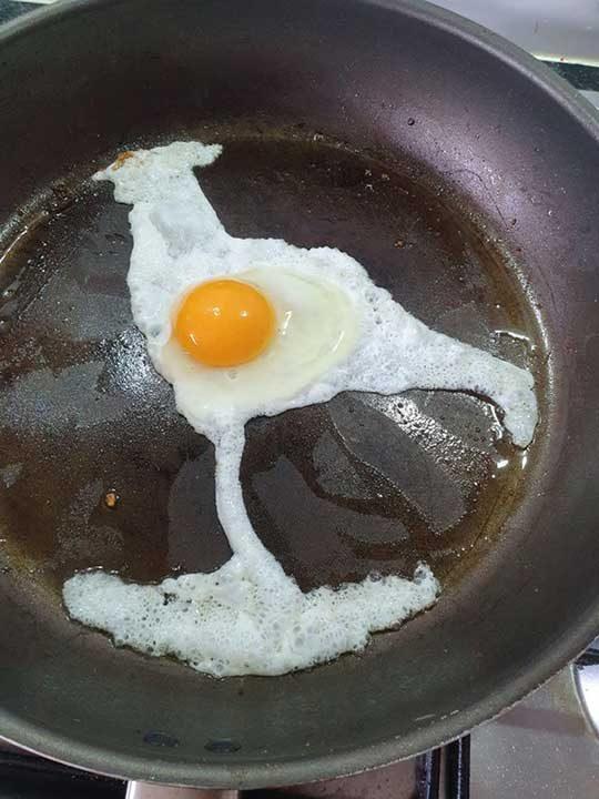 """""""Счупих яйцето в тигана и то рязко се превърна в петел..."""""""