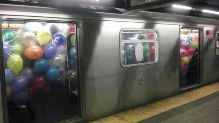 Някой организира най-грандиозния купон в метрото