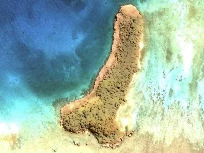 Жена намери остров с формата на пенис в Google Earth