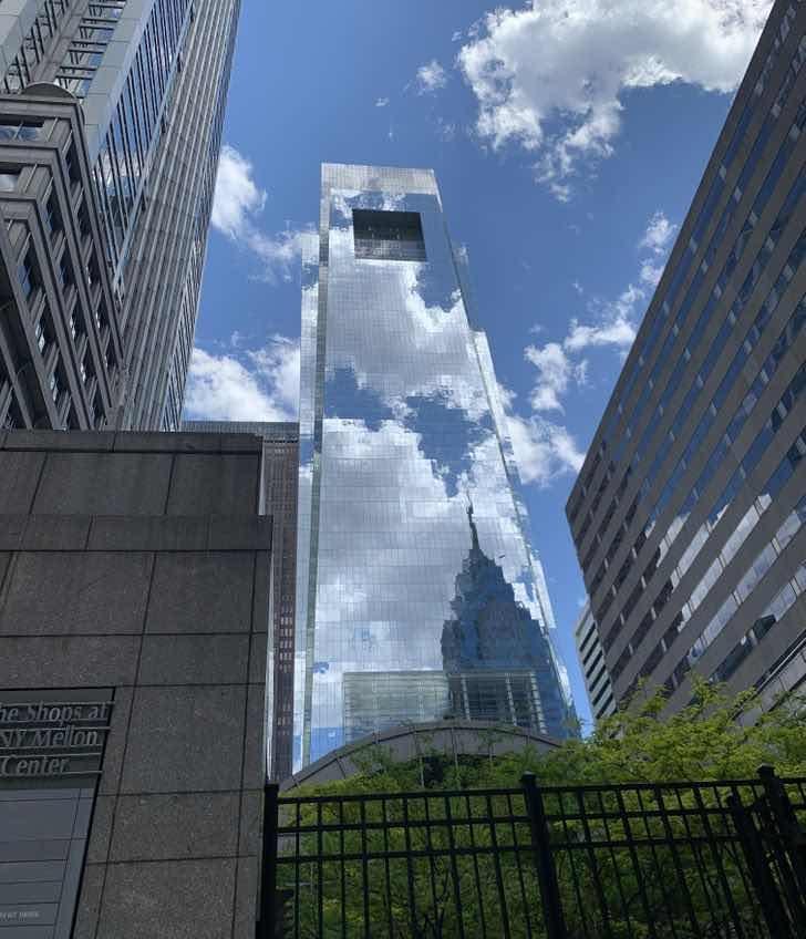 """""""По време на пътуването ми до Филаделфия попаднах на камуфлажен небостъргач"""""""