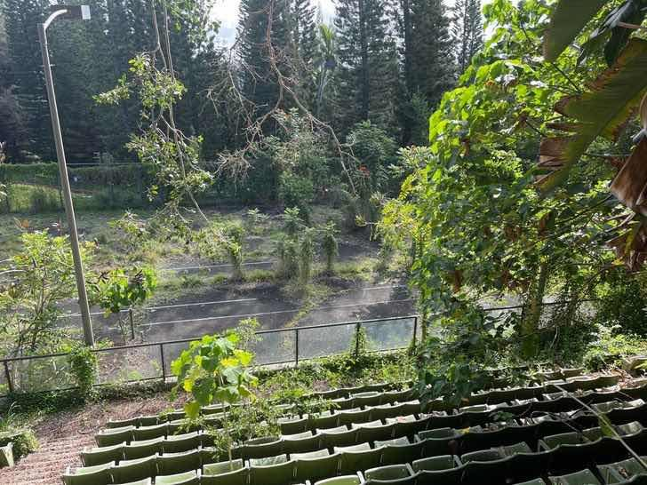Изоставен тенис корт на остров Кауаи, Хавай